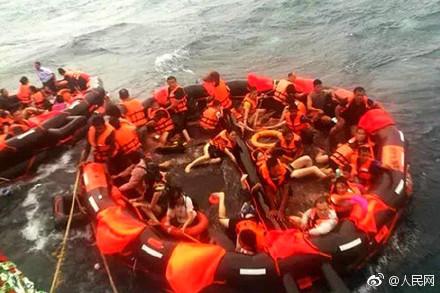 現代版鐵達尼號!暖男把救生位讓人 在海中「目送未婚妻離開」
