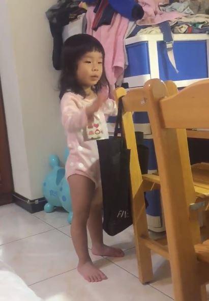 影/3歲女童乖乖背弟子規 第一句變「我要棒賽」老爸驚覺不對...