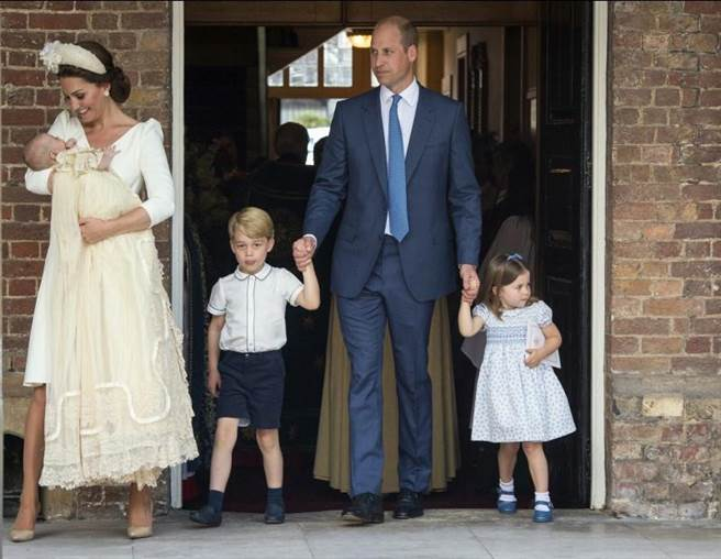 威廉王子一家5口「首次溫馨同框」 路易小王子受洗姐姐更搶鏡!