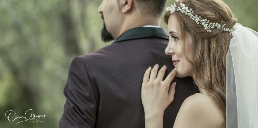攝影師拍婚紗「新娘發抖流淚」 一問年紀氣到狂打新郎