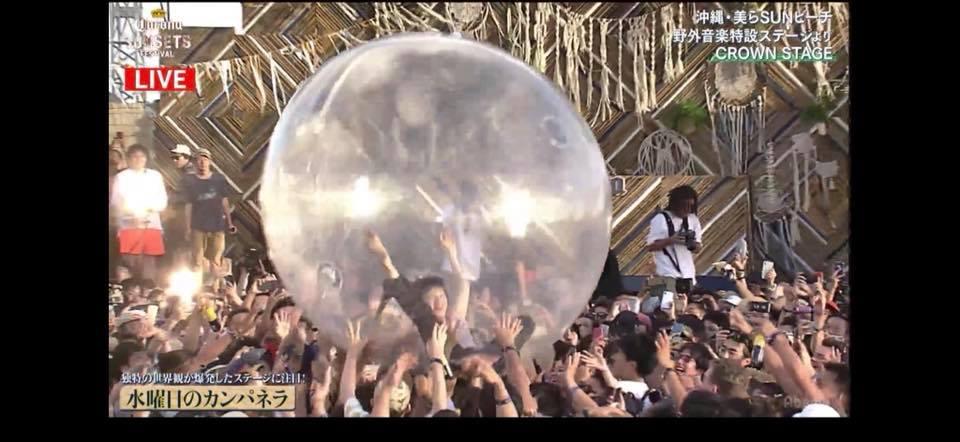 太嗨!女主唱「鑽入透明球」被民眾瘋推 一路推出海...