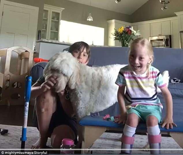4歲樂觀腦疾小妹「踏出人生第一步」 激動興奮連爸媽淚崩:你好棒