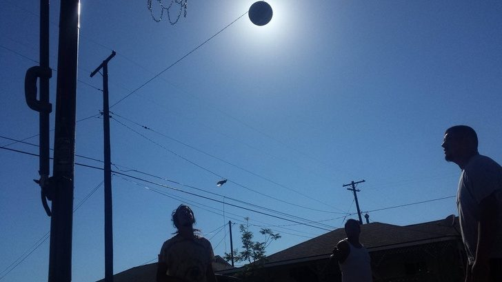 來自太陽的按摩!22張「時間+角度完美結合」巧合奇妙畫面