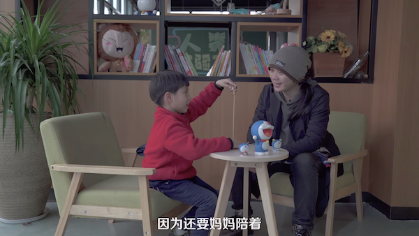 影/媽媽以為年紀還小不用教 陌生人一句話讓女童「聽話乖乖解衣」