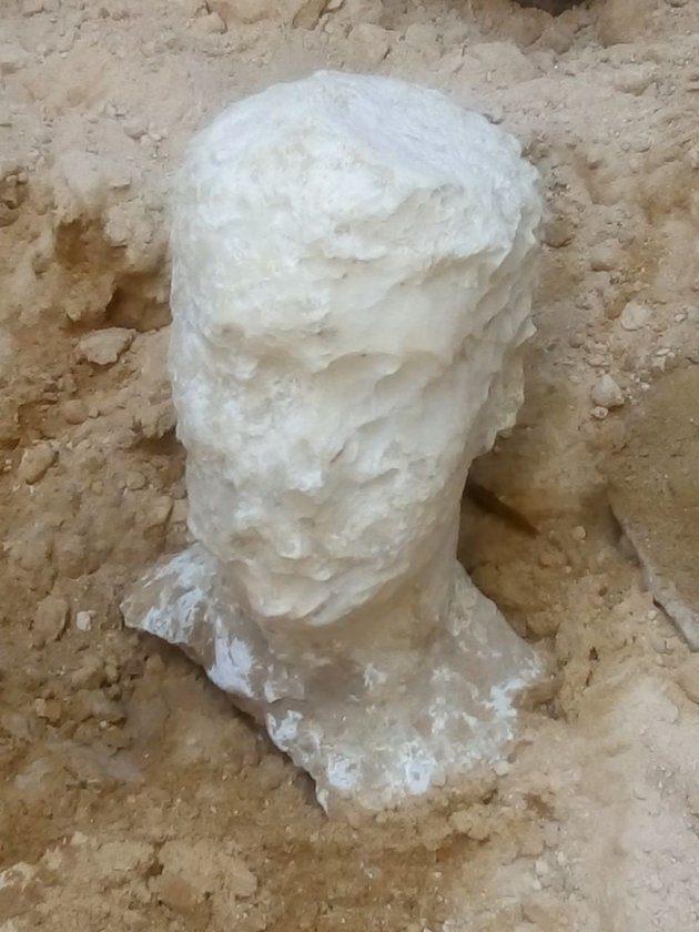 考古學家不聽勸「打開2000年石棺」 開棺見3泡水木乃伊:沒詛咒啦!
