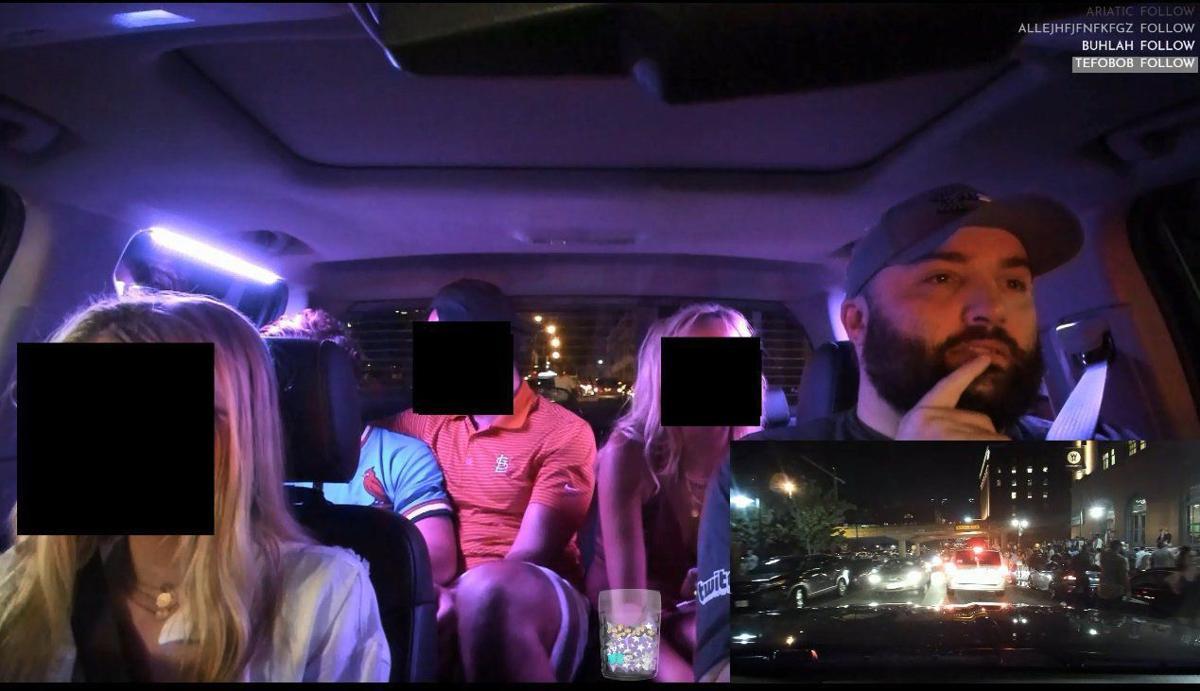 Uber司機偷裝鏡頭「開車兼直播」 乘客親親、罵老闆即時放送