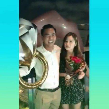 柯有倫求婚成功!「手捧玫瑰下跪」套牢2年圈外女友 好友:他會是好爸爸