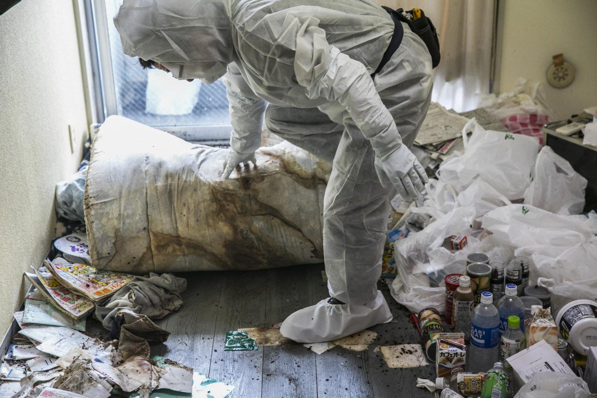 「孤獨死清潔公司」看逝者生前生活 空瓶裝屎尿、身體被蛆吃...4萬老人被寂寞啃食