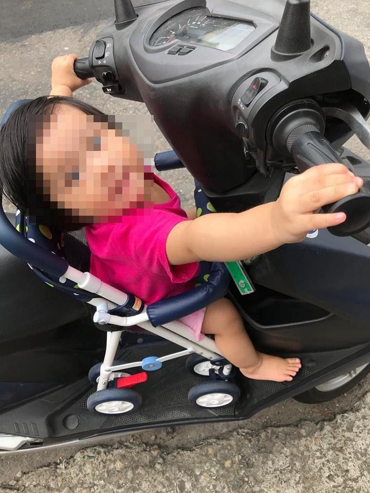 4歲童獨自熟睡機車上 路人陪等8分鐘媽終於出現:「是我的,怎麼了嗎」