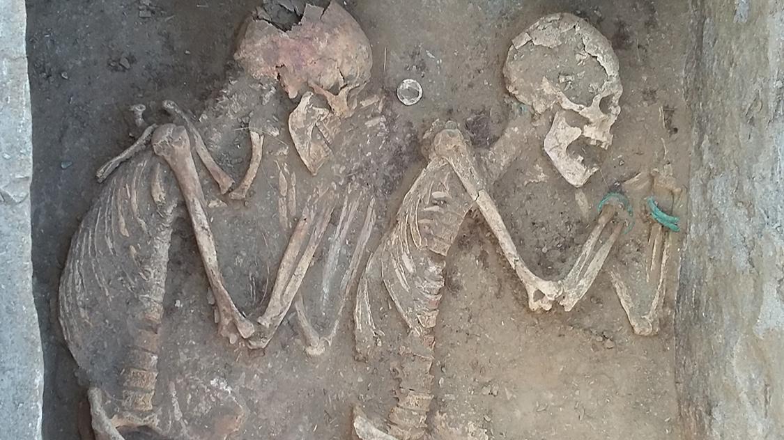 5000年前羅密歐與茱麗葉?雙雙相擁還有「通往來世馬車」陪葬!