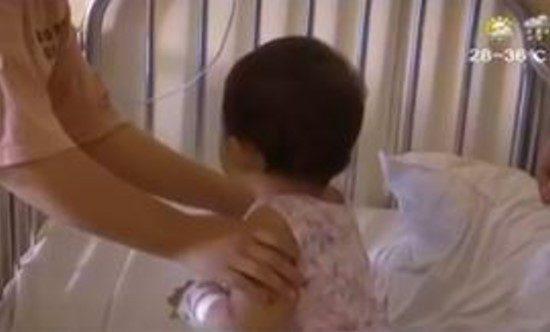 2歲女童從17樓住家掉到1樓 「自己走回家」找奶奶:痛痛