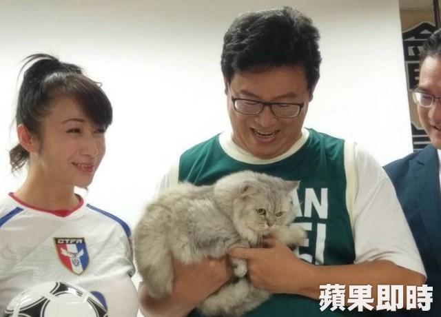 姚文智為選票「家貓Togi」搬上場 貓奴暴怒:少裝了...