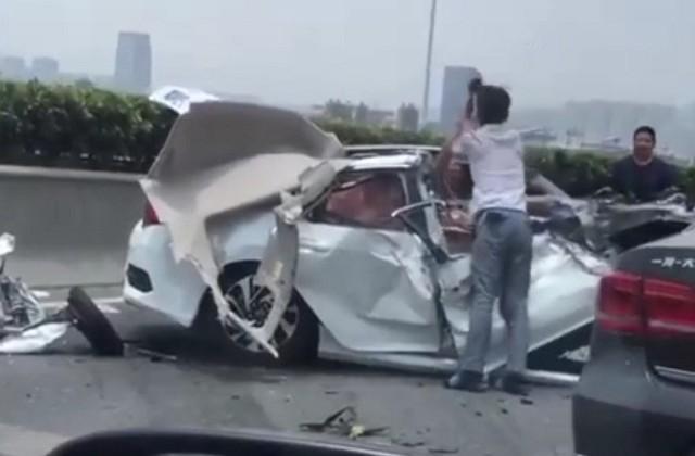 最倒楣乘客!高速公路連環追撞卡副駕 半清醒求救還被打