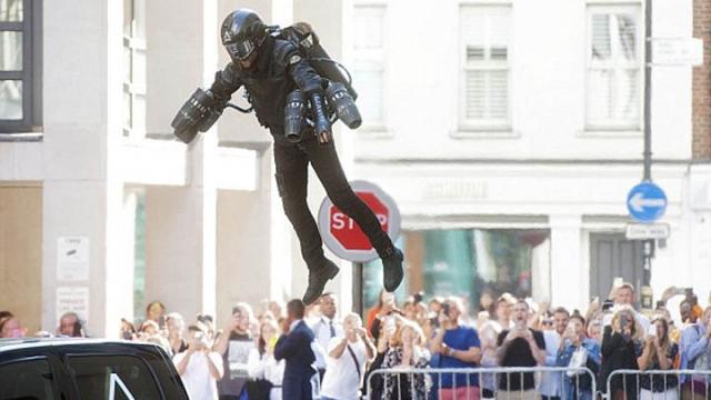 真正的鋼鐵人!英男花3年打造「飛行噴射裝」 阿湯哥率先搶購