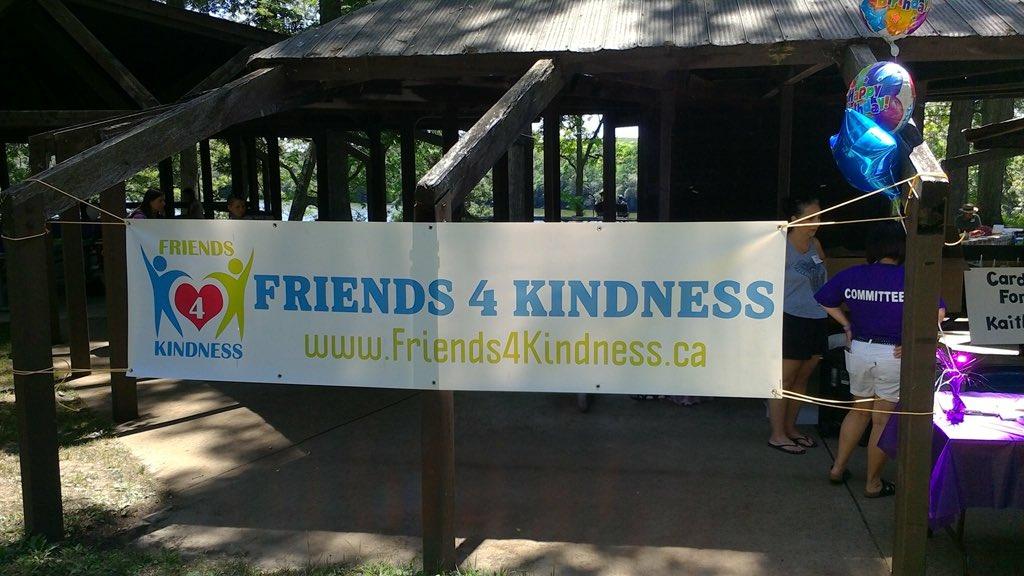 少女沒朋友哭訴「生日派對沒人去」 當天120位陌生人驚喜現身:我們都是你的朋友!