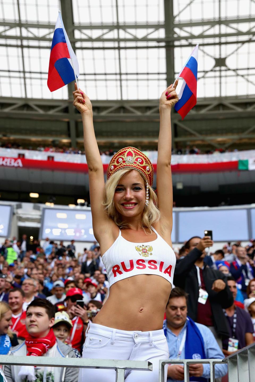 俄火辣女球迷承諾「贏球就拍沒有衣服的寫真」 克羅埃西亞差點毀男人願望