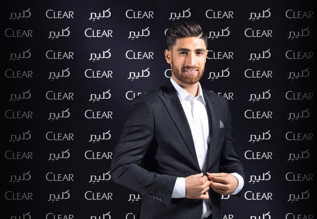 伊朗足球員「顏值爆表團體照」引網暴動 濃眉大眼直接放電圈粉♥