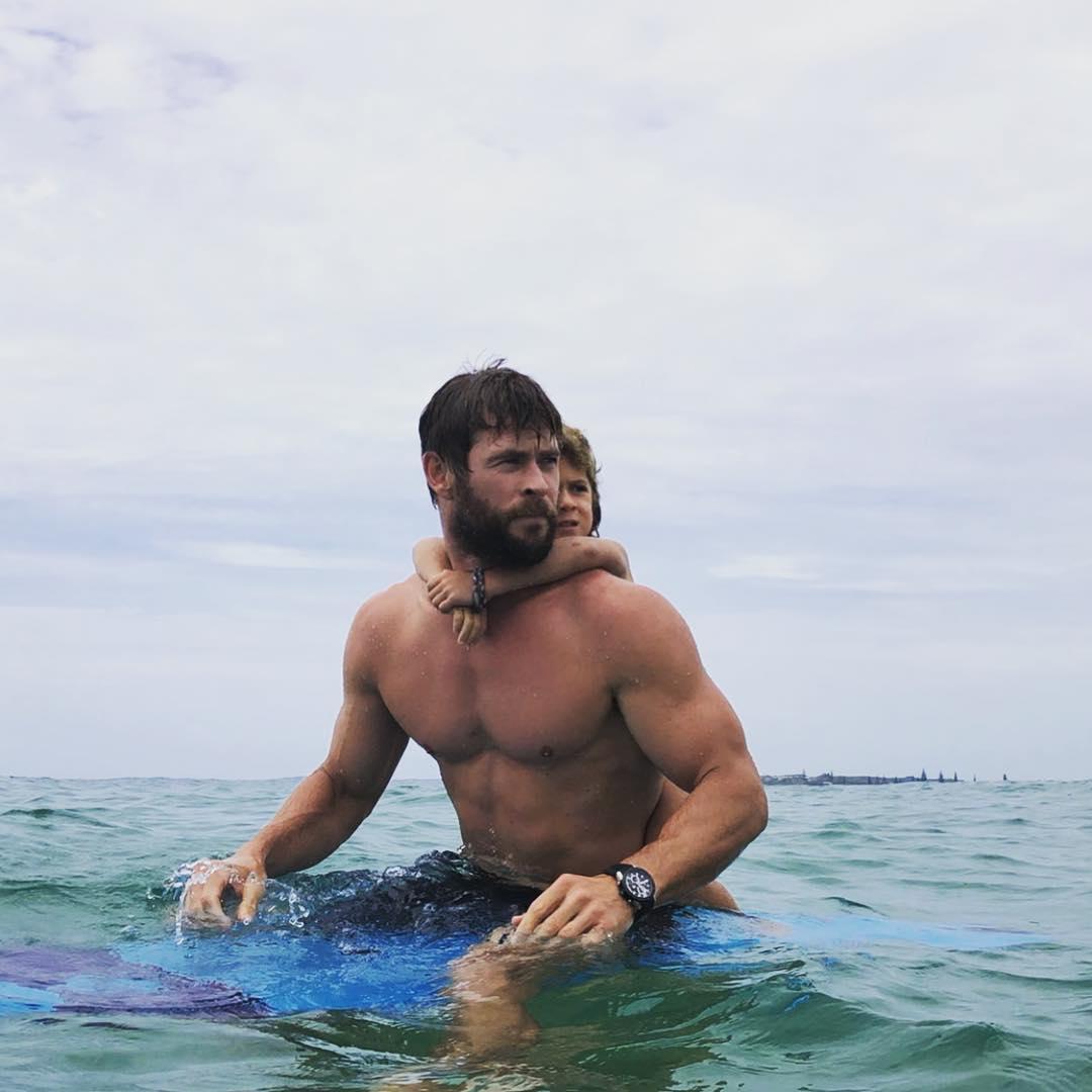 影/索爾為《MIB星際戰警》健身練拳 秀「超深人魚線」逆天身材大放送!