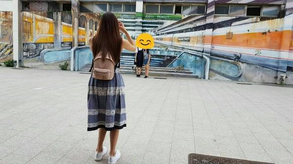 香港客到高雄玩耍想拍照 女神上前想幫忙...他嚇到呆滯「志...志玲姊姊?」