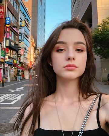 韓國街頭驚現「19歲俄版張柏芝」顏值超逆天 美到小鹿快超速了啦❤
