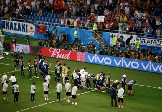 日本對比利時出局 賽後球迷「哭著撿垃圾」風度贏盡人心
