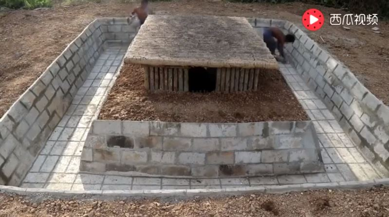 現代原始人只用天然材料DIY「小屋+泳池」 成品舒服到讓人好想住進去啊♥