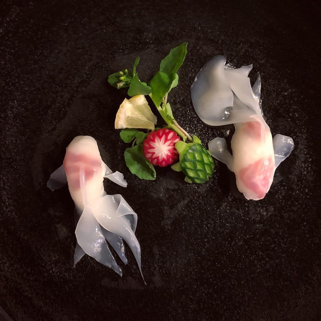 藝術家「用生魚片畫畫」 19幅巨作讓你捨不得吃半口!