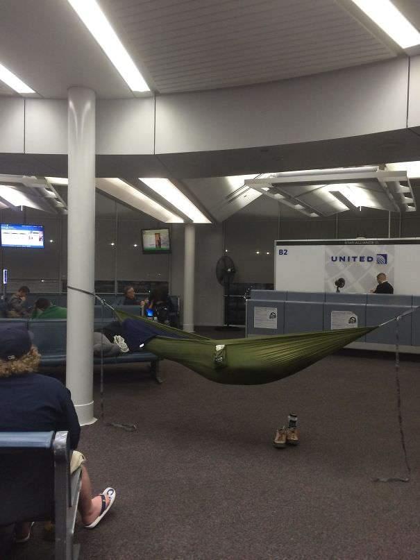 如何霸氣地等行李?13張機場爆笑畫面