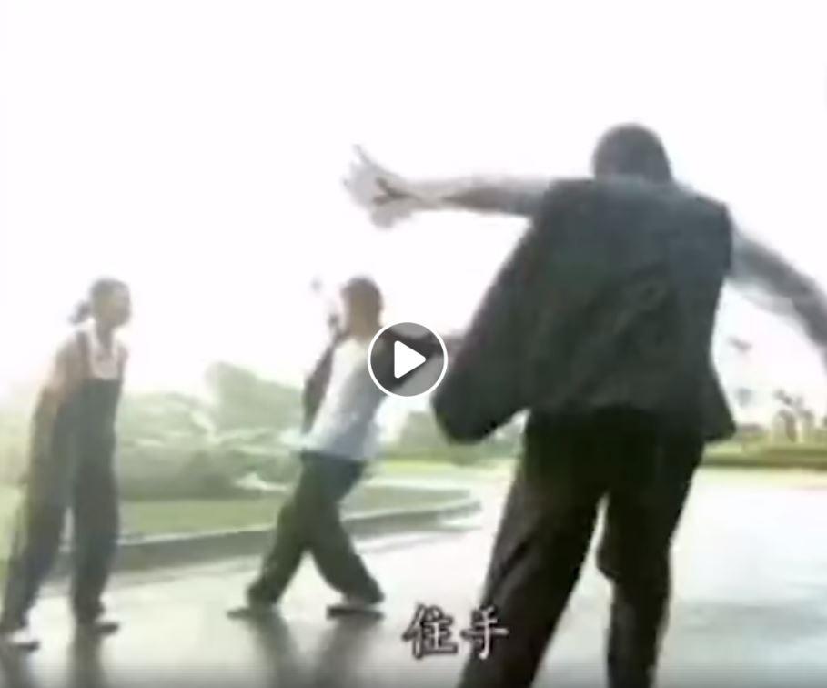 影/14年前《紫禁之巔》打架片段被翻出!「隔空互打」看到尷尬癌發作