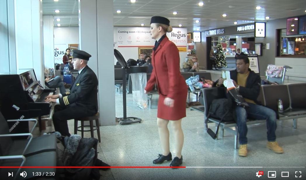 機師空姐坐飛機坐到崩潰 一下機上演「狂野踢踏舞」乘客嗨翻!