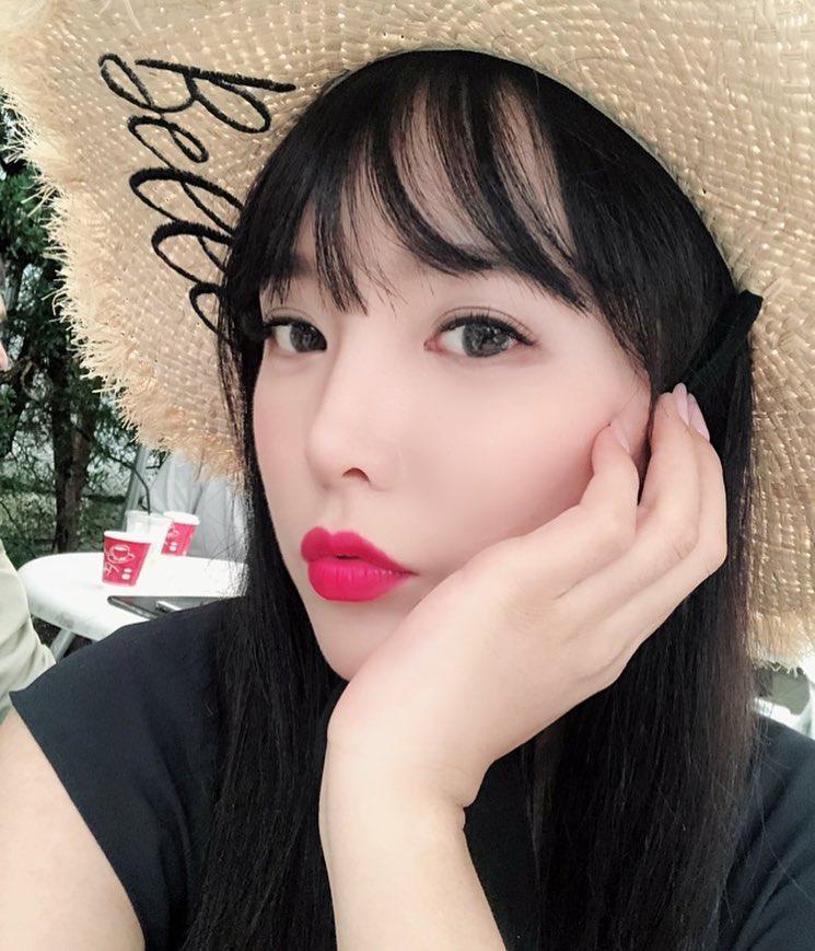 辣妹出國「海關對比照片」黑人問號 自爆:有地方升級啦~秒通關!