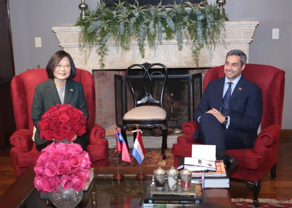 英文姐臉都乾了...遠赴邦交國站台 巴拉圭新總統唱名:感謝「中國台灣總統」