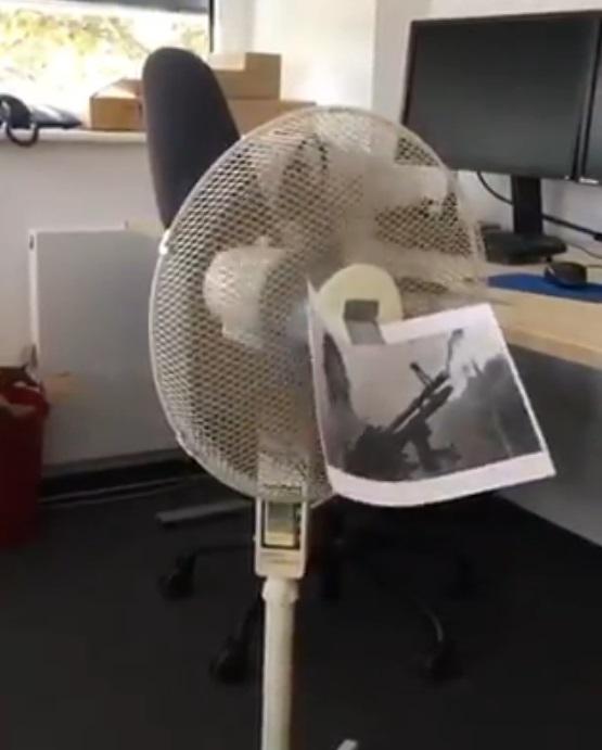 音效王4尼!他靠一台電風扇幫藍波神配音 重現經典「DDU DU DDU DU」