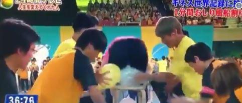 神速!地表最強女子挑戰「坐爆氣球」 1分鐘129顆讓人看到不敢呼吸~