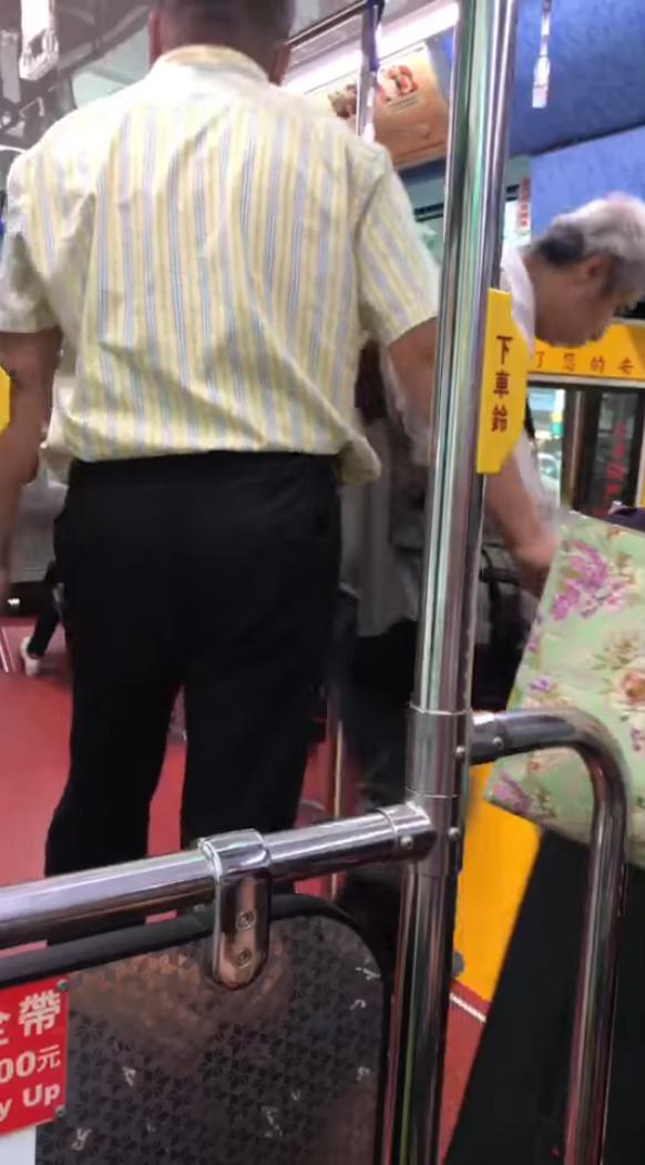 女乘客低血糖「吃東西緩緩」被飆罵 公車司機霸氣趕咆哮哥:你下去!