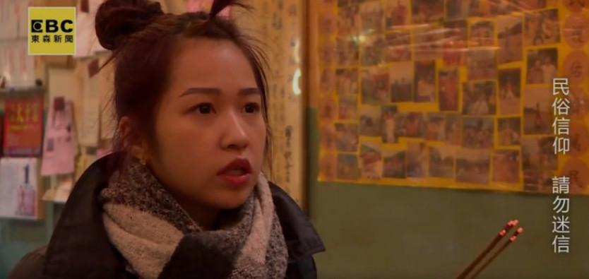 21歲甜姐兒被「蓮花三太子欽點」 甩刀起乩辦事...專注神情吸160萬觀看