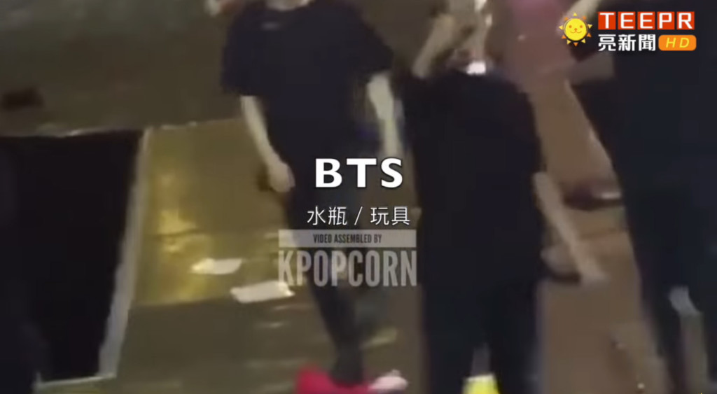 EXO唱一半「內衣飛上台」 連可愛IU都閃不過水瓶攻擊...
