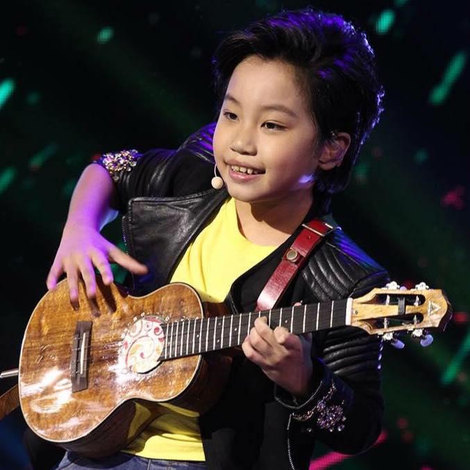 巧遇路人彈琴!才發現這位「台灣神童」背景超硬:竟然是金鈕得主