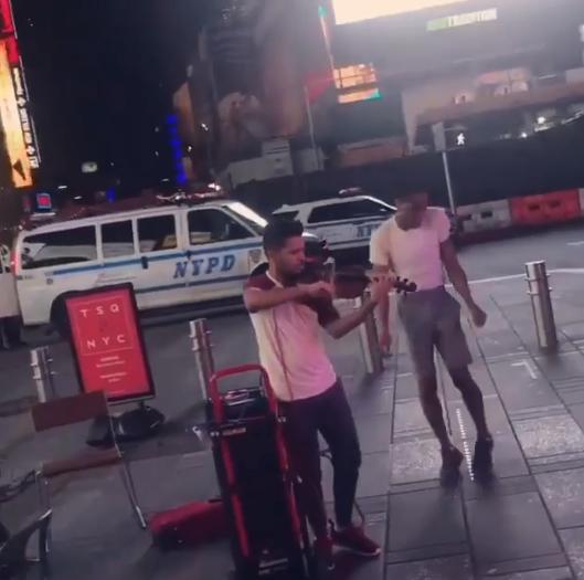 4男亂入街頭小提琴表演 「魔性Freestyle」擦出驚人火花