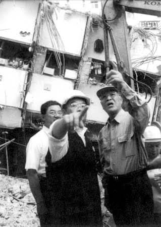 網搜出「歷屆台灣總統勘災照」 怎麼時代進步...總統卻一直退步?
