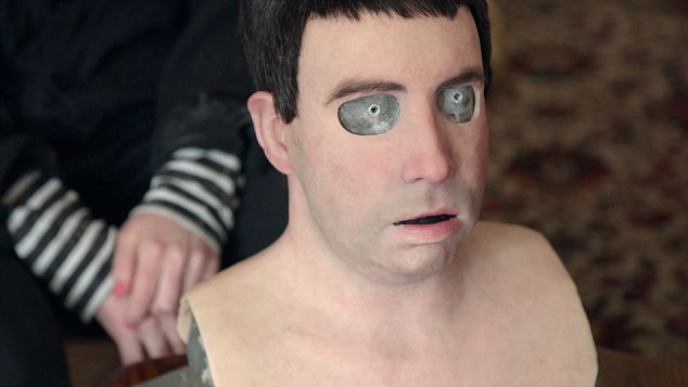 男子皮膚照陽光就燒傷 發明家做「人皮面具」用第二張臉重生