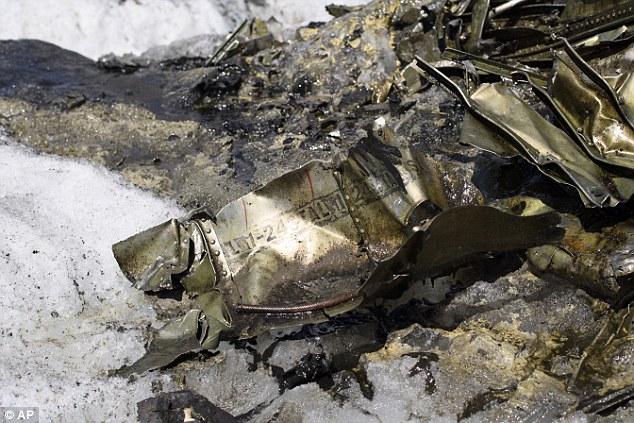 熱浪融掉阿爾卑斯山冰 72年前「二戰機身殘骸」浮出...燒焦物顫慄搜救隊