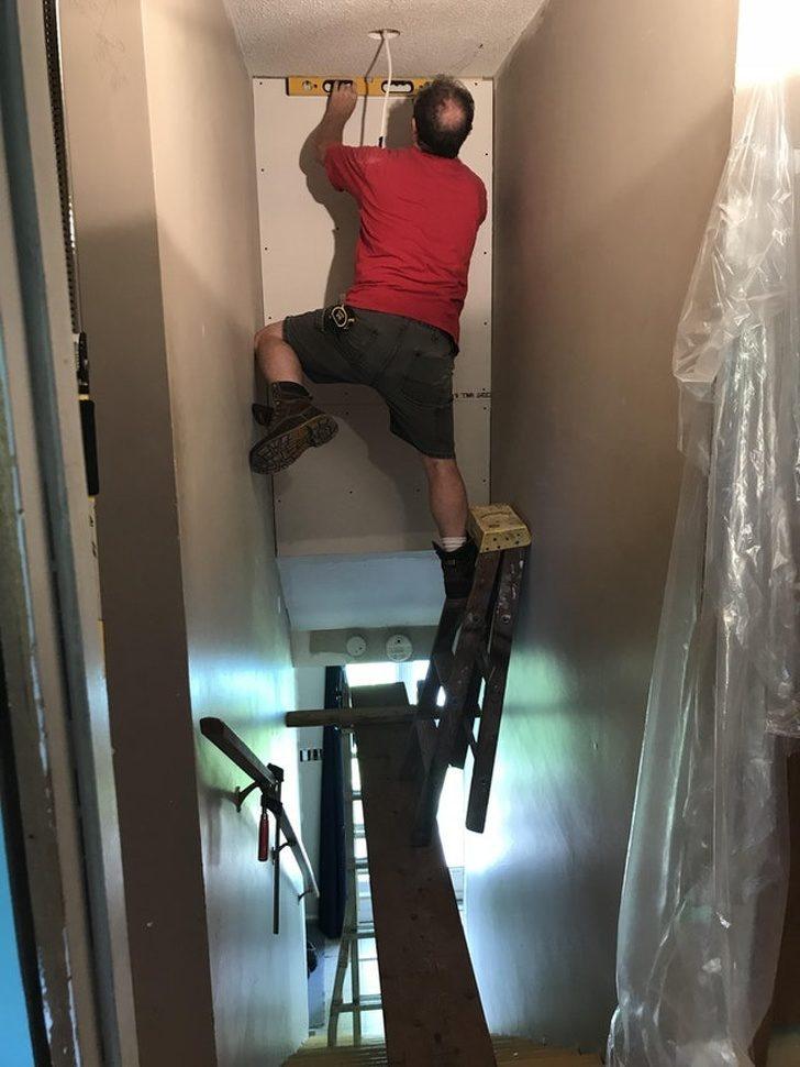 17張讓人盯著狂看的驚奇照 提油漆走上「超晃4層樓高梯」底下人全冒冷汗!