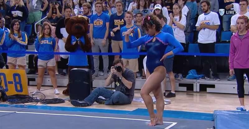 體操選手把麥可傑克森的歌曲融入比賽 「經典月球漫步」嗨翻全場