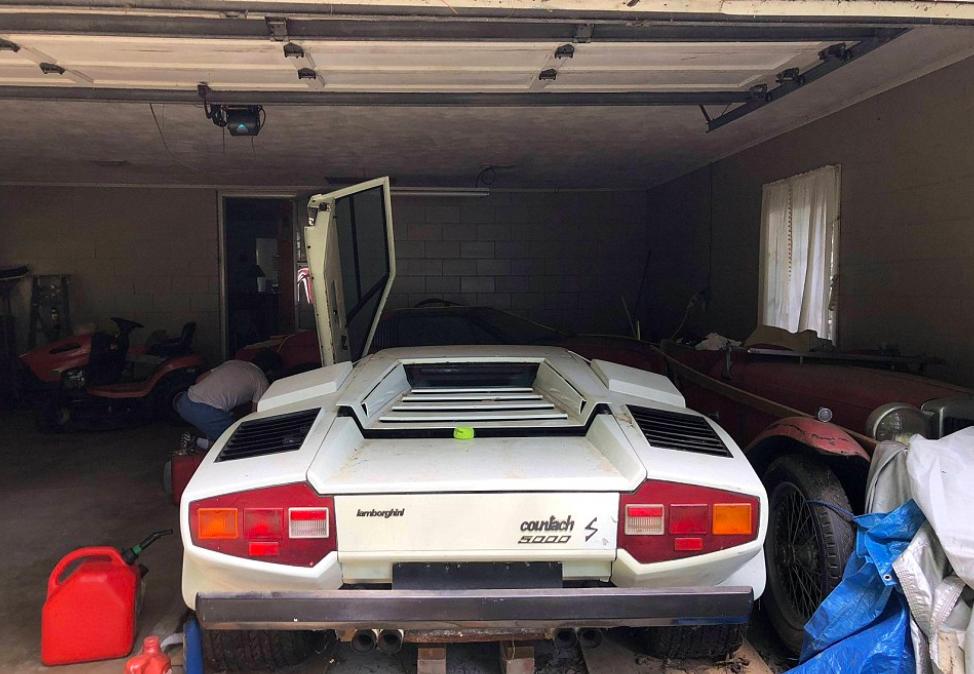 在奶奶家車庫發現「1981年白色藍寶堅尼」 生鏽+佈滿灰塵仍可賣到1000萬!
