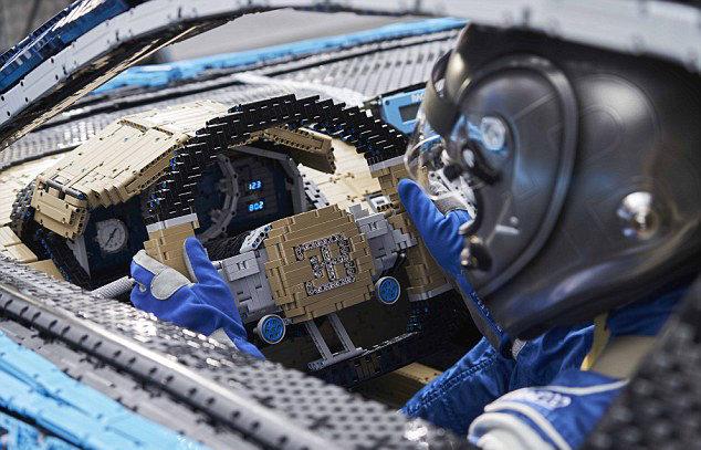 100萬塊樂高打造1:1「布卡堤凱龍超跑」 還可以成功開上路!