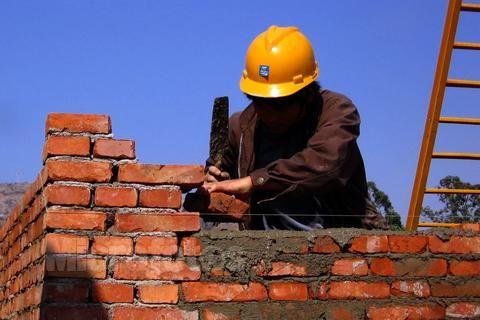 月薪6萬被瞧不起!爆20出頭當建築工人的心酸 同業拍肩:別在乎「異樣眼光」