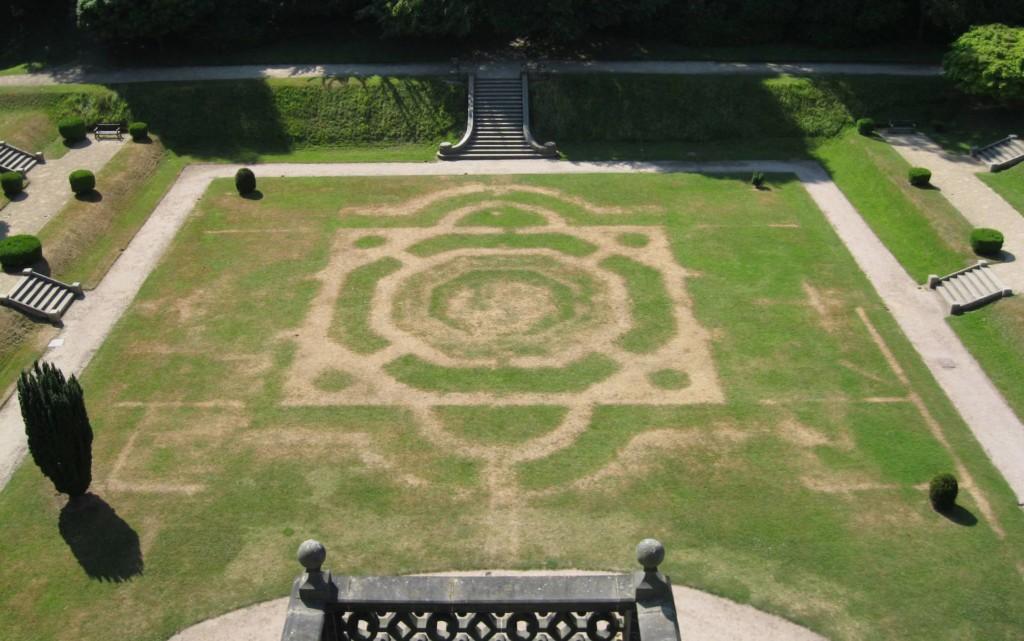 熱浪侵襲曬出80年前遺址 「神秘圖騰」田中清晰浮現