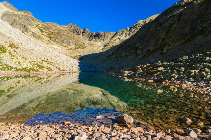 以為走在水面上!真實版《冰雪奇緣》結凍湖泊 此生必須朝聖!