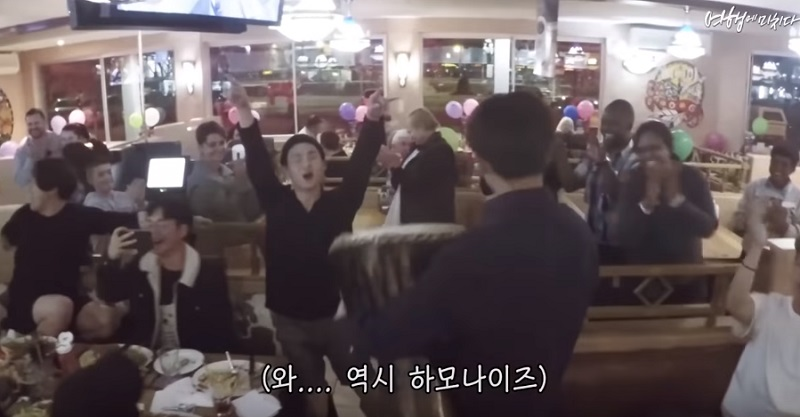 韓國遊客在南非餐廳借了非洲鼓 合唱《獅子王》主題曲驚豔眾人!